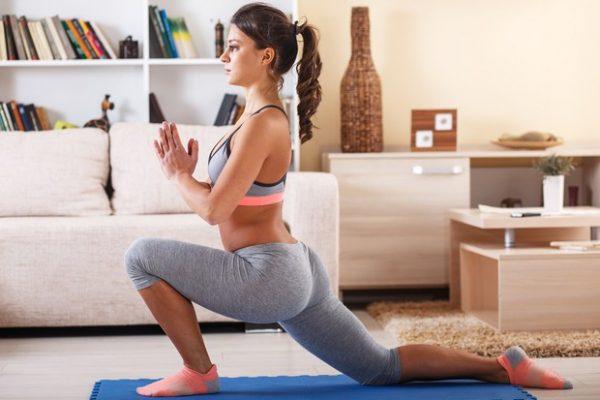 3-positions-de-yoga-pour-les-nulles-a-faire-chez-soi_width620-600x400